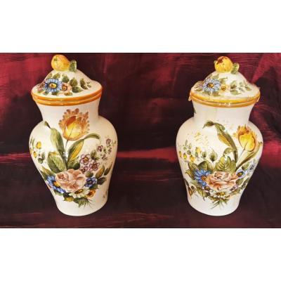 Paire de vases en céramique italienne, peint à la main