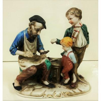 Cobbler avec les enfants, peints à la main en céramique