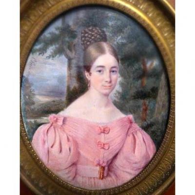 Portrait Miniature De Dame De Qualité. Êcole Française. Signé