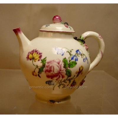 Teapot, Mennecy, 18th Century.