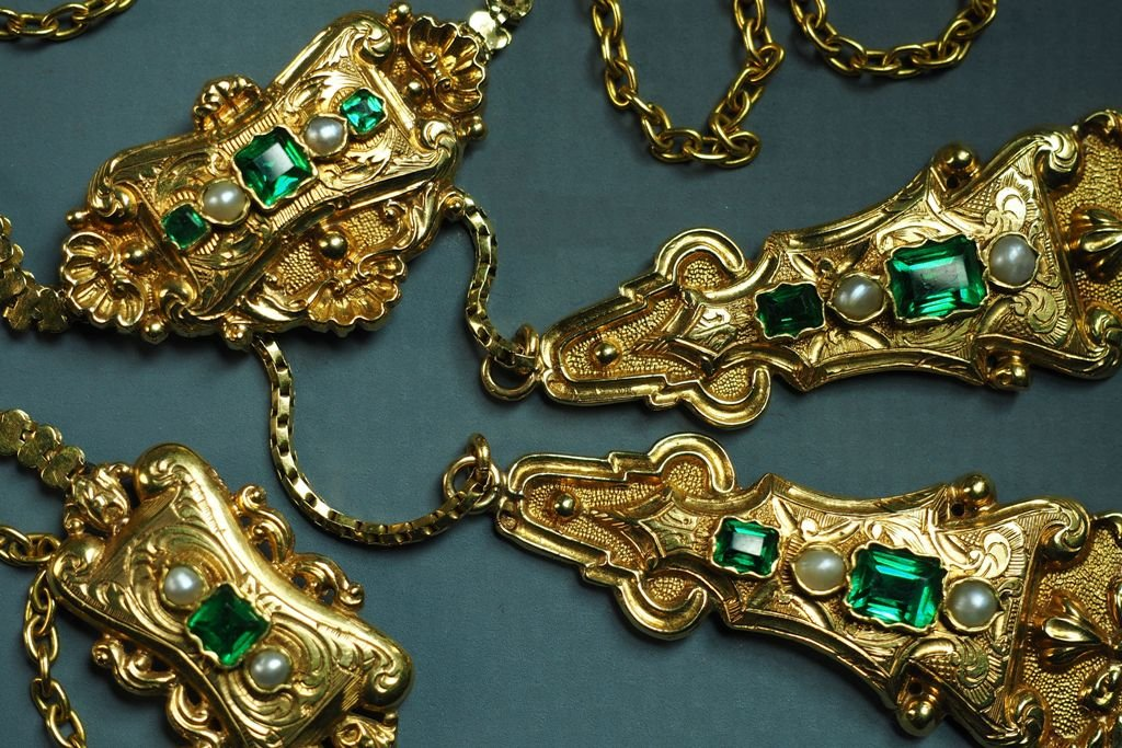 "Gold Necklace Adorned With Green Stones And Pearls, Hallmarks ""eagle's Head"""