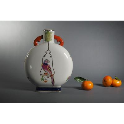 Polychromatic and enameled porcelain. Cornelis Pronk style (attributed). China, beginning of the 20th century.<br />