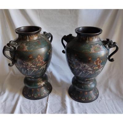 Paire de Vases Asiatique en bronze cloisonné à décor de Cavalier avec cachet