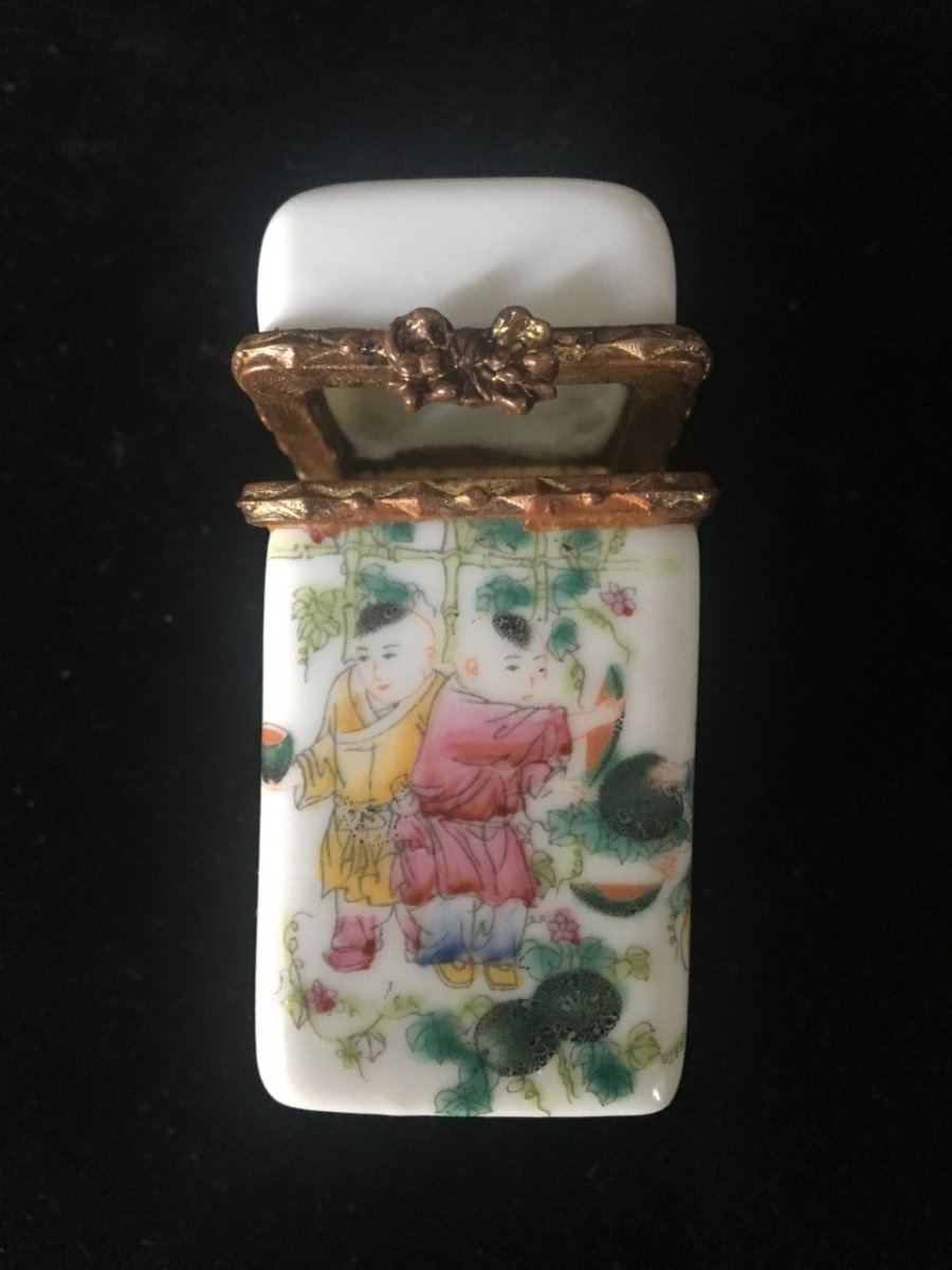 Ointment Or Blush Box, Painted Porcelain. Collector's Item. China, Ching Dynasty. Guangxu Bran. Asia