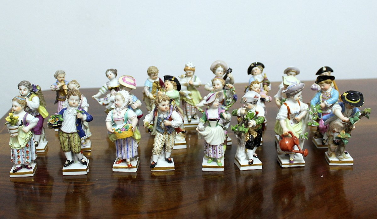Meissen Complete Porcelain 24 Pieces Of A Set Of 12 Pairs Gardeners