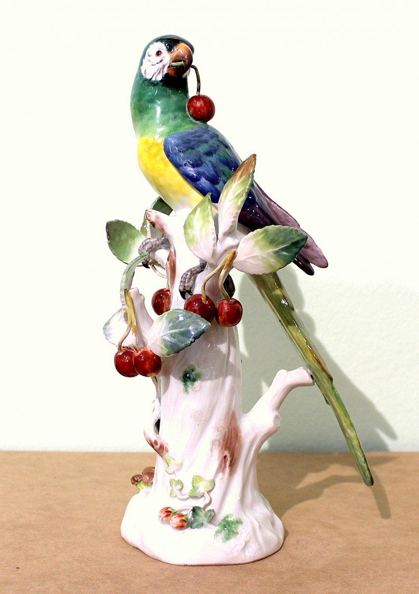 Meissen Porcelaine  Statue d'Un Perroquet Aux Cerises Art Déco  Hauteur 30,5cm