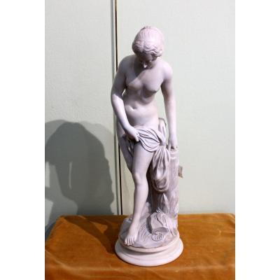Statue en albâtre d'une Vénue  fille de France, hauteur 64 cm vers 1930
