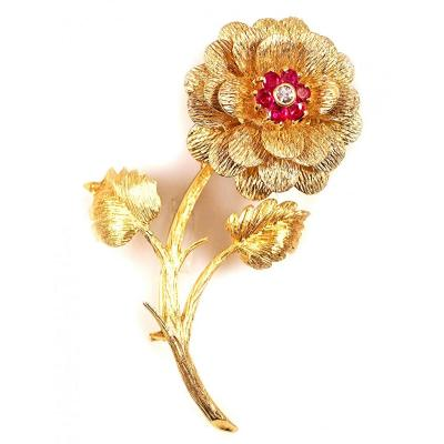 18-karat Gold Flower-shaped Brooch Decorated With Diamonds And Rubies