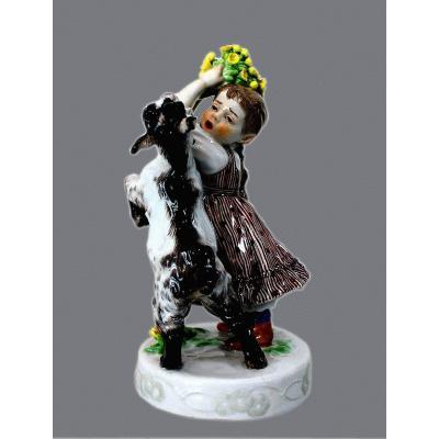 Porcelaine De Meissen  Figure Art Nouveau d'Une Jeune Fille Et D´une Chèvre