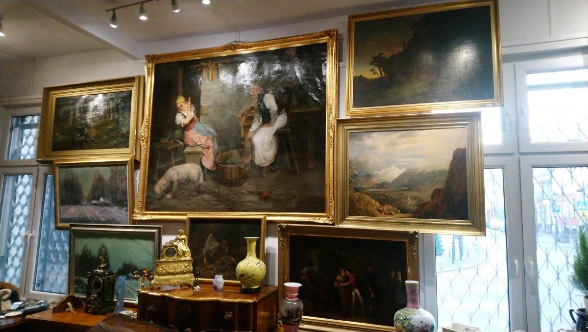 Antiques and Art-Lion
