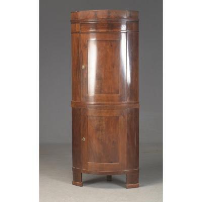 Musée du 19ème siècle, armoire d'angle empire 1810
