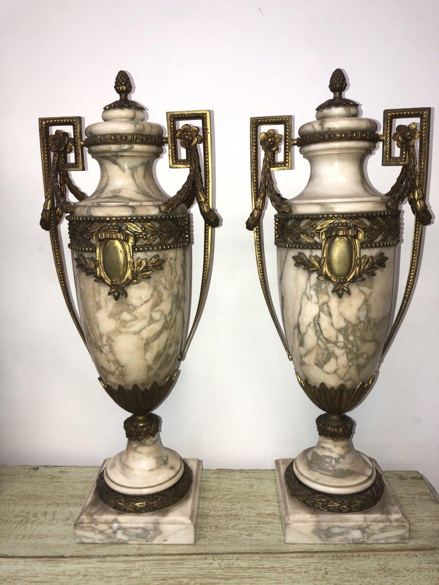 Paire De Vases En Porcelaine Et Bronze, Vers 1900
