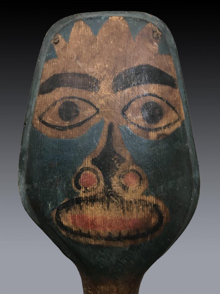 Hochet de chamane Haida, Colombie Britannique en bois polychrome à figure anthropomorphe-photo-3
