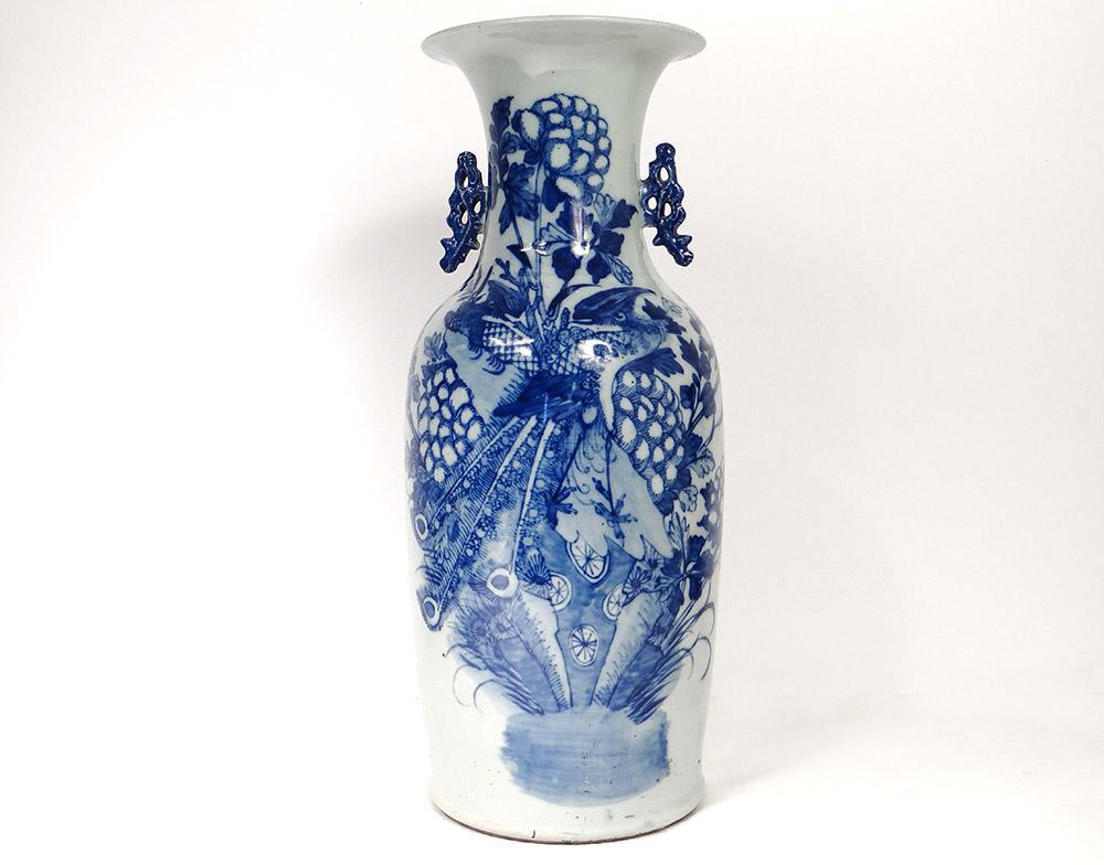 grand vase balustre porcelaine chinoise blanc bleu phoenix paons fleurs xix objets. Black Bedroom Furniture Sets. Home Design Ideas