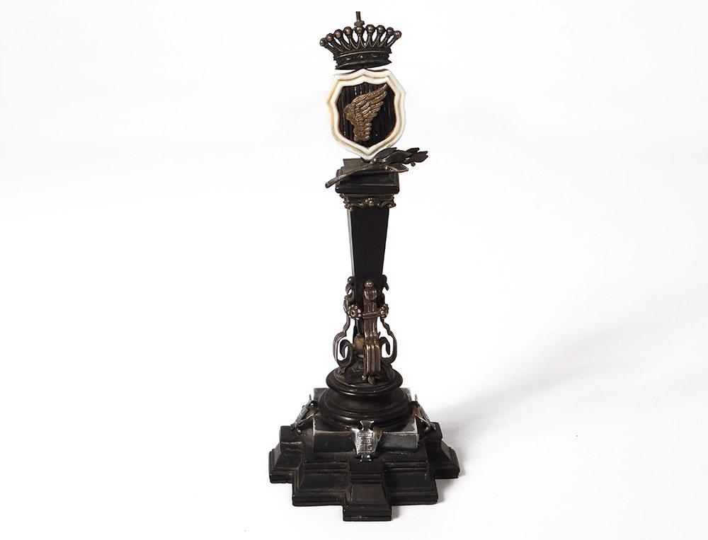 Petite Colonne Commémorative Victoire ébène Argent Blasons Couronne XIXème