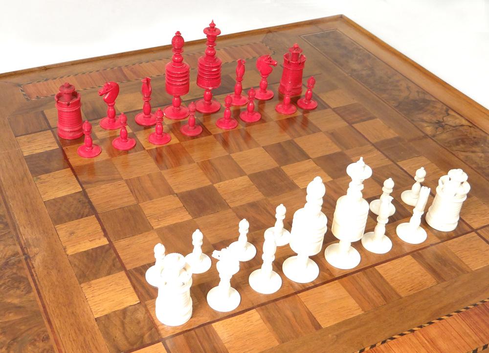 Jeu d'échecs Ancien Ivoire Sculpté Pièces Roi Reine Pions Cavalier XIXème