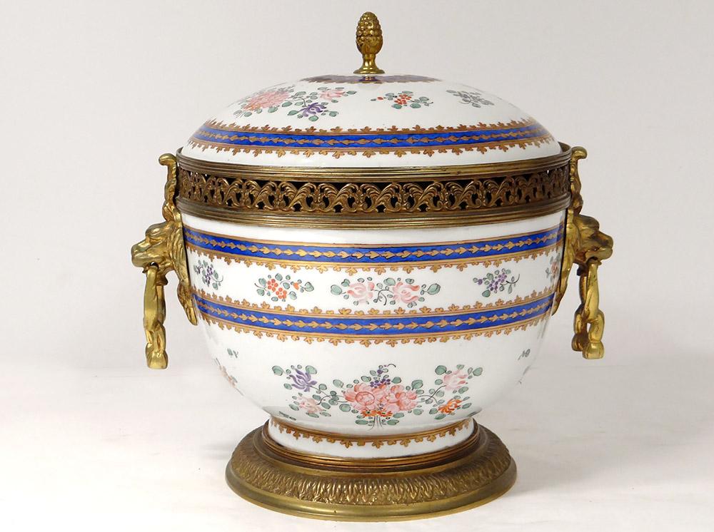Pot-pourri Porcelaine Polychrome Fleurs Bronze Doré Mufles Lions Fin XIXè