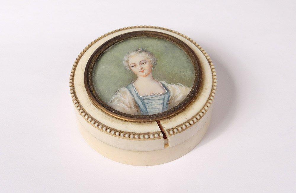 Petite Boîte Ronde Ivoire Miniature Portrait Jeune Femme Romantique XIXème