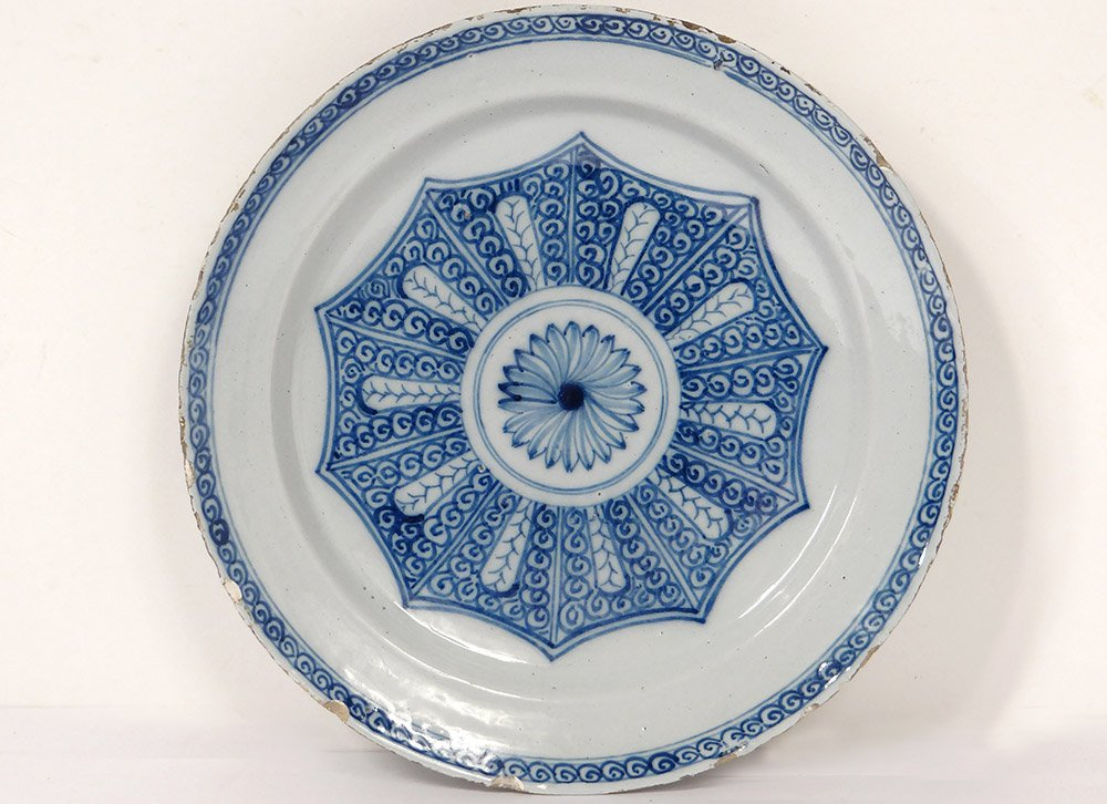 Large Flat Round Dutch Delftware Delft Rose Flower XVII Century