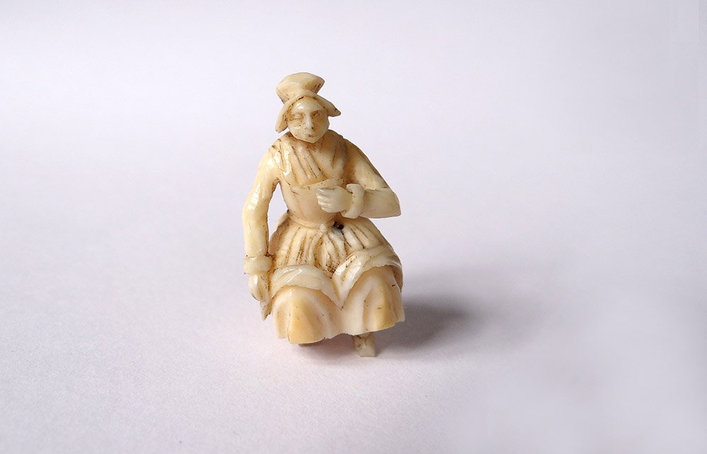 Petite Sculpture Miniature Ivoire Dieppe Femme Assise Polletaise XIXè Siècle