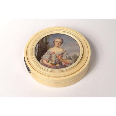 Boîte Ronde Ivoire Sculpté Miniature Peinte Femme élégante Romantique XIXè