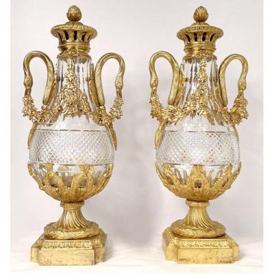 Paire Grandes Cassolettes Cristal Taillé Bronze Doré Cygnes Guirlandes XIXè