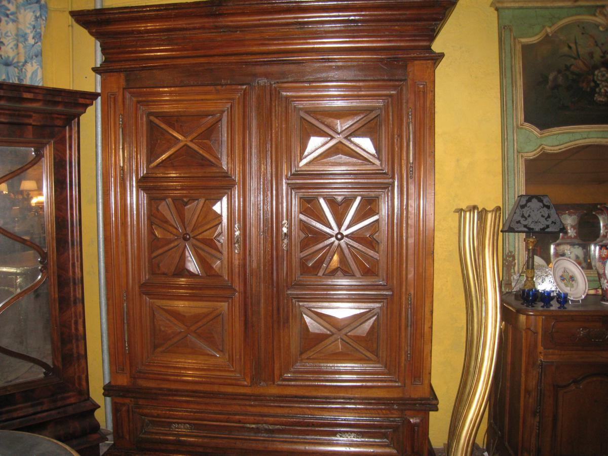 armoire louis xiii en noyer xviii me siecle armoires. Black Bedroom Furniture Sets. Home Design Ideas