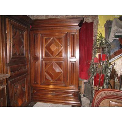 Bonnetiere Cabinet Louis XIII In Walnut XVIII