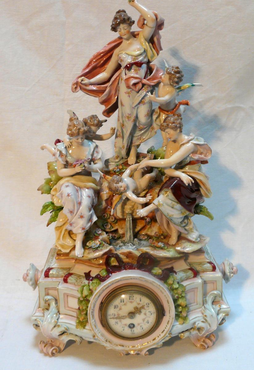 Pendule En Porcelaine De Saxe, XIXe Siècle