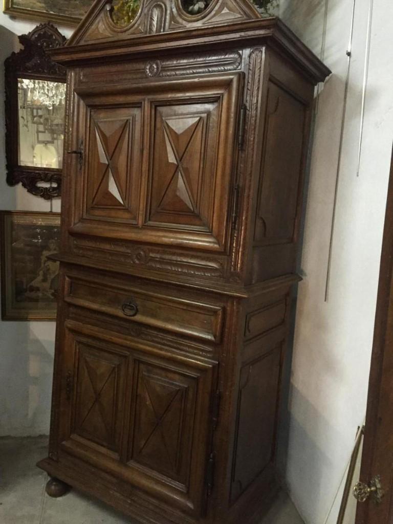 meuble homme debout xvii armoires. Black Bedroom Furniture Sets. Home Design Ideas