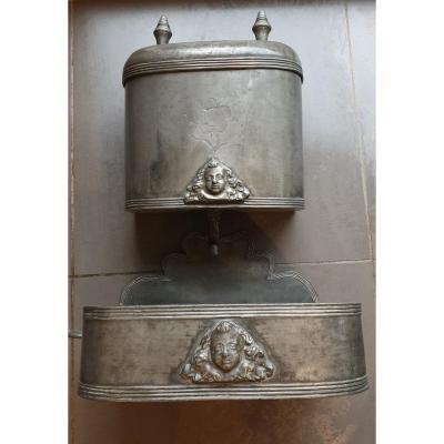 Fontaine En Étain XVIII ÈME SIÈCLES Tetes D Anges Poincon Bourgueil Lamothe