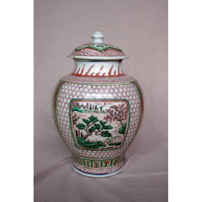 Potiche Couverte En Porcelaine Emaillé De La Famille Verte
