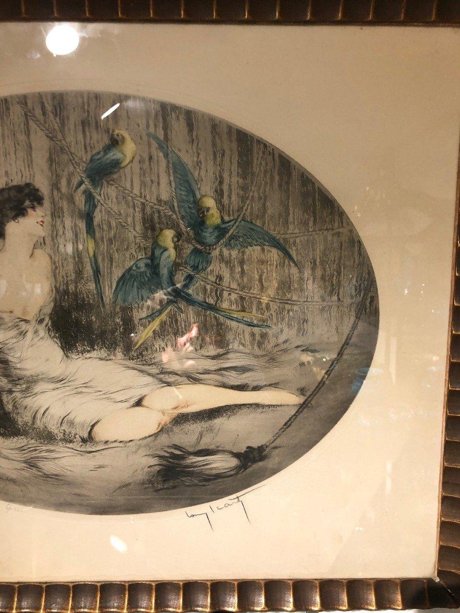 Superbe Gravure Louis Icart Femme Aux Trois Perroquets-photo-2