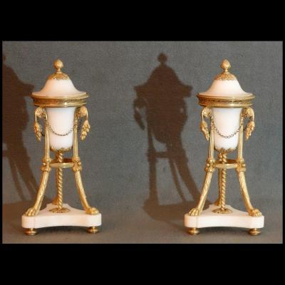 - Paire De Pots Pourris Reversibles Epoque Louis XVI