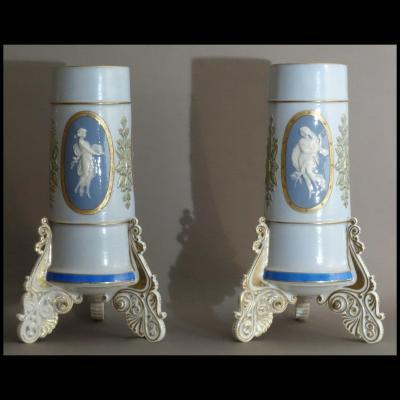 - Paire De Vases En Porcelaine De Paris Debut XIXème