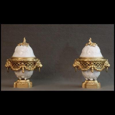 - Paire De Pots Pourris d'Epoque Louis XVI