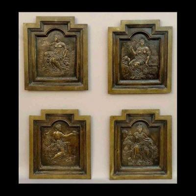-  Quatre Panneaux De Bronze Représentant Les Quatre Continents