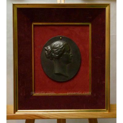 Médaillon En Fonte Au Profil De l'Impératrice Eugénie, Dans Cadre, Epoque Second Empire