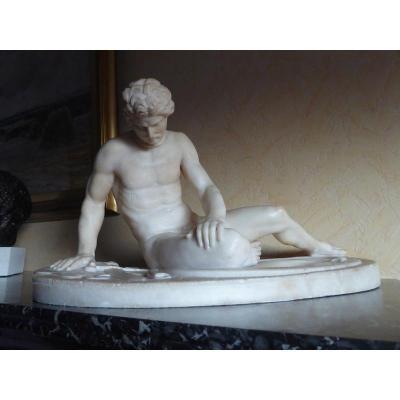 Sculpture En Albâtre Gaulois Mourant d'Après l'Antique Exposé Au Musée Du Capitole à Rome