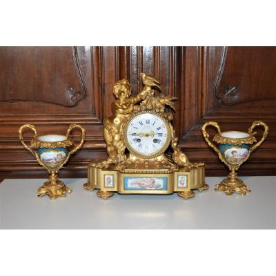 Pendulum Gilt Bronze And Sèvres Porcelain Vases