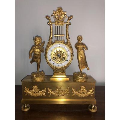 Pendule miniature en bronze doré avec un mouvement à fil