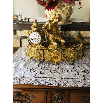 Pendule en bronze doré signée Denière
