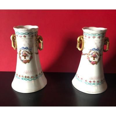 Paire de vases dans le goût de Sèvres.