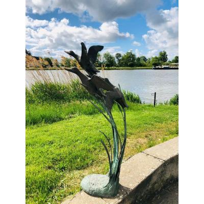 """Sculpture en bronze . Christian Maas """" L'envol des colverts"""" ."""