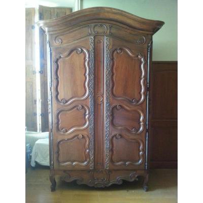 Cabinet. Walnut. Arles. 18th.