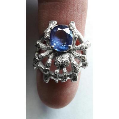 Ring. Sapphire. Diamonds. White Gold.