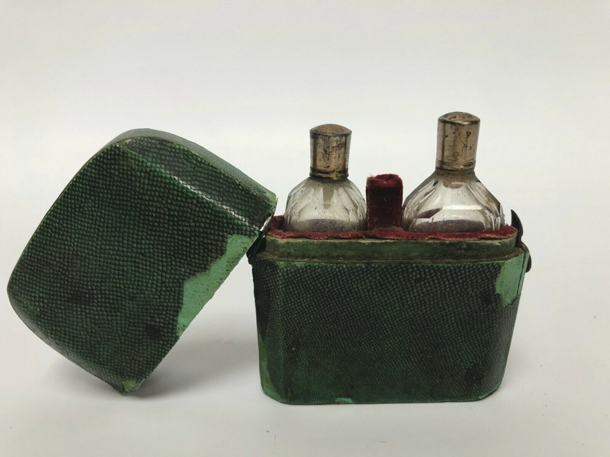 Necessary A Odor Case Galuchat 18th 2 Flasks