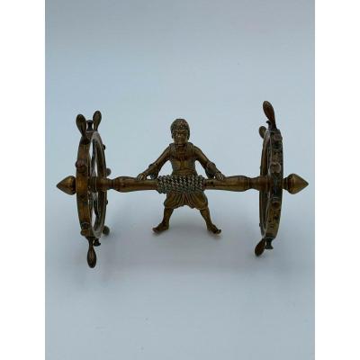 Bronze 19 Eme Africaniste Poussant Roues Bateaux Barriques Patine Chocolat