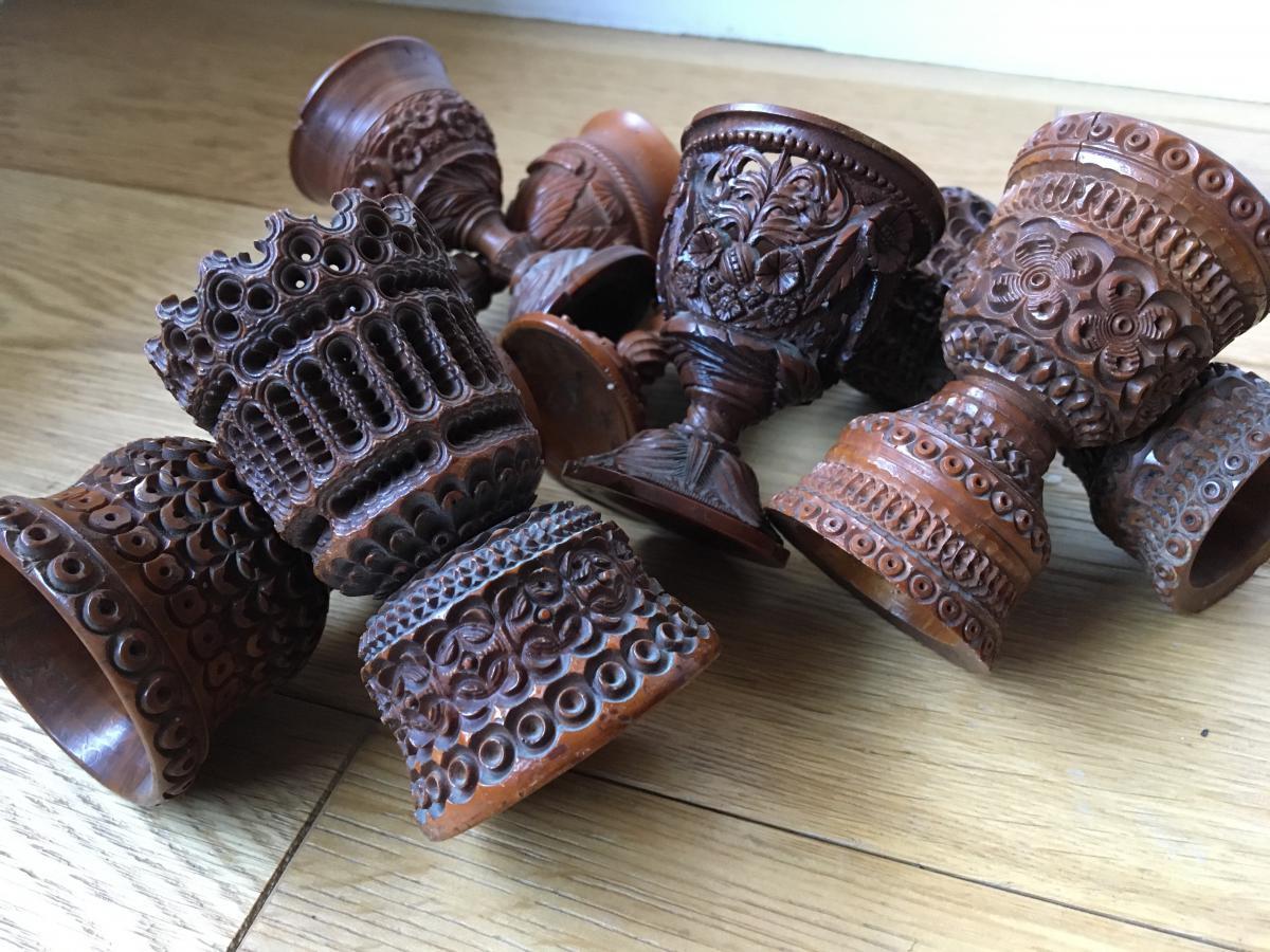 Coquetiers En Noix De Corozo Sculptée, Début XIXe