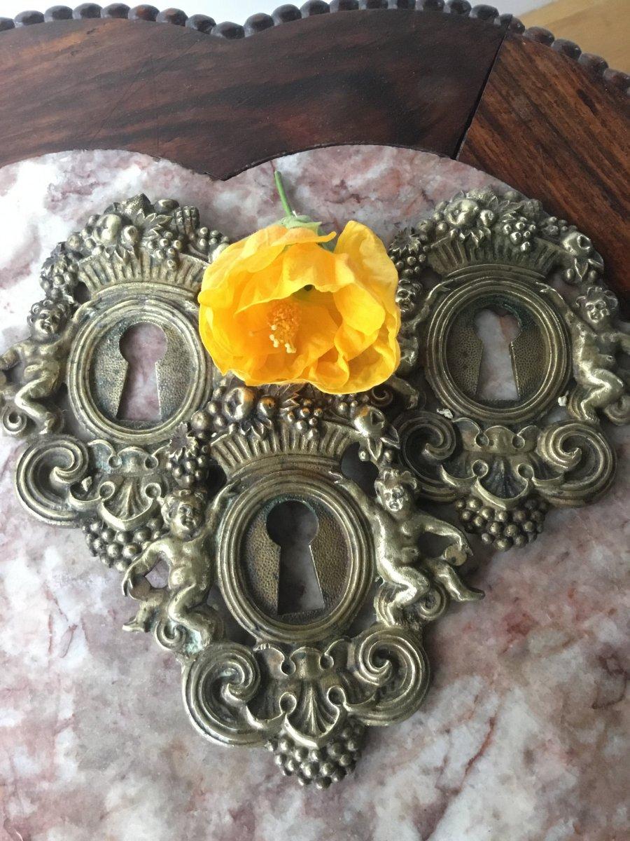 Les Trois Entrées De Serrure En Bronze Doré